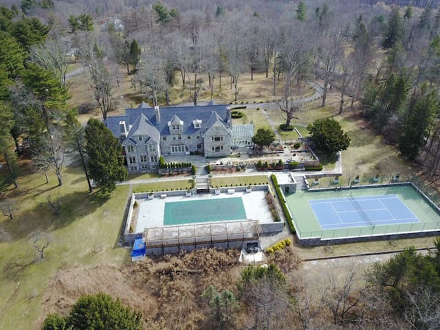 Luxury Estate with pool and tennis court