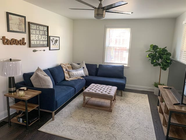 Quaint home 10 minutes from downtown, BNA & Opry!