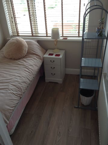 Modern, bright room near Brighton