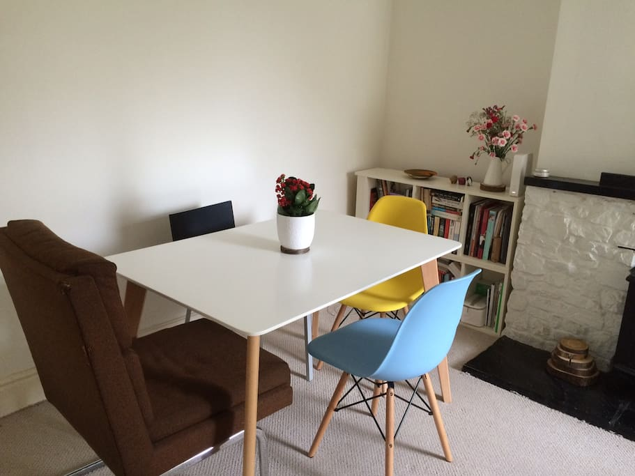 Dining table (Dining/lounge)