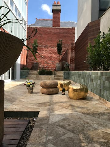 Unique Dual Lofts and Central Private Courtyard - South Melbourne - Hus