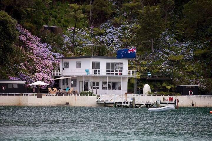 The Jolly Roger - Kawau Island - Casa