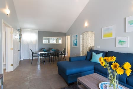 Modern Getaway with Private Deck - San Diego - Condominium