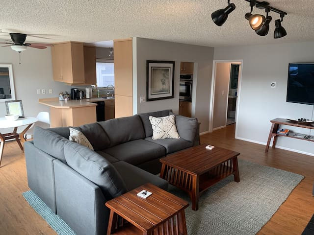 2BR Prime Downtown Anchorage *KING BEDS