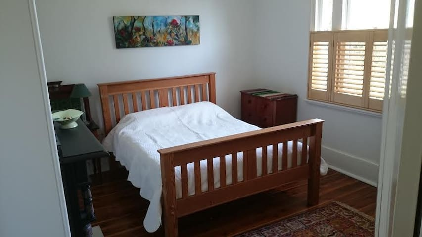 Main Bedroom, Brisbane Street. - East Tamworth - Huis