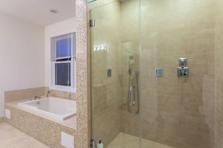 1.5 bdrm+private bath minutes away from NYC, 4A. - Jersey City