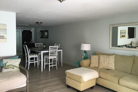 Beautiful Historic Downtown Apt - Sleeps 4 - Fort Pierce