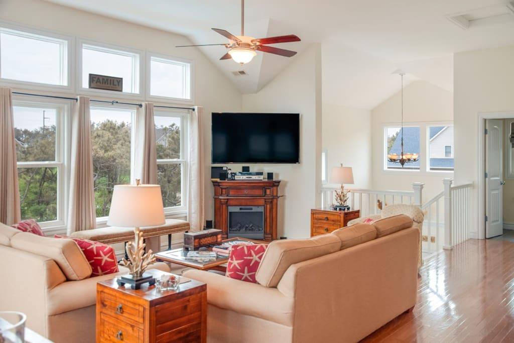 JR313: Ellas Inn | Top Level Living Area