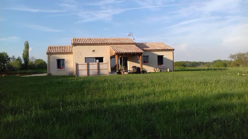 agréable maison neuve Monpazier - Capdrot - House