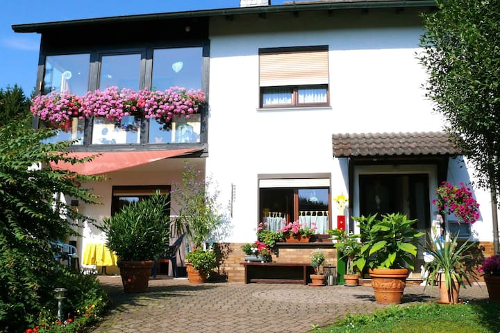 Fully equipped apartment in the Werra valley with wood stove and terrace