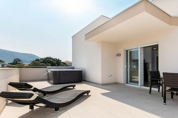 EXCLUSIVE PENTHOUSE WITH JACUZZI - Dubrovnik - Apartamento