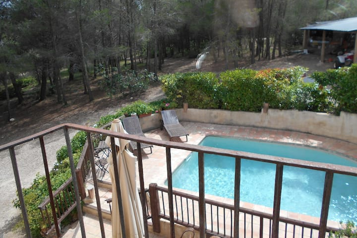 Comfortable Cottage in Renau Costa Dorada with Roofed Patio