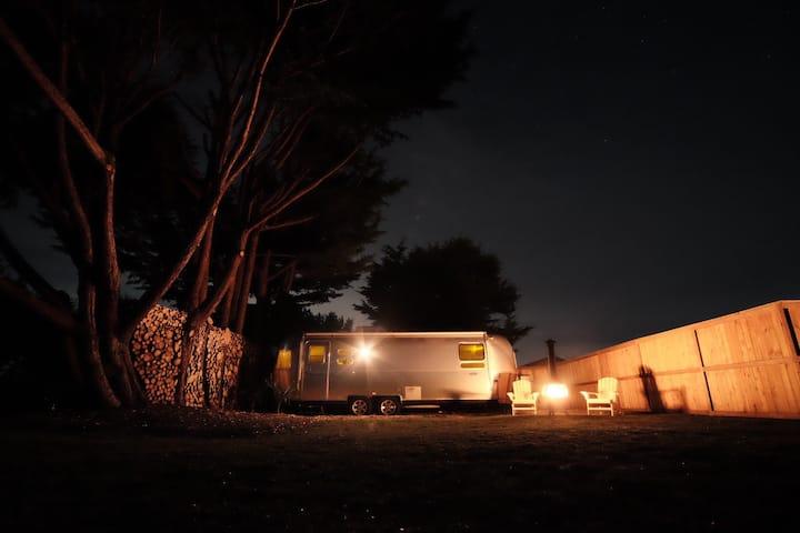 The Rainshadow Refuge. Airstream Getaway in Sequim
