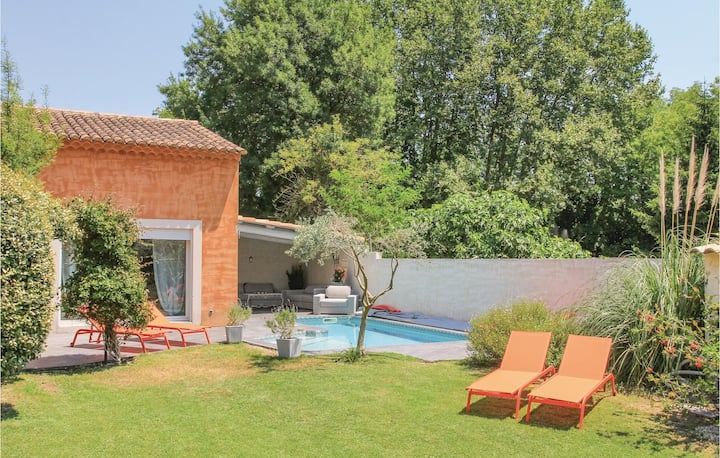 Awesome home in Caumont sur Durance with WiFi and 3 Bedrooms