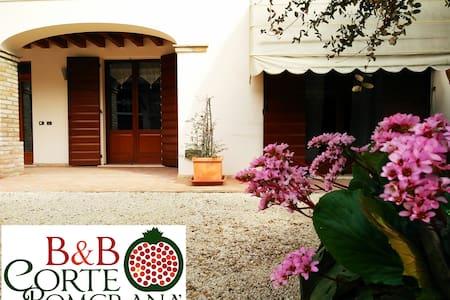 Your home in Court Pomgrana' B&B - Casaloldo - Oda + Kahvaltı