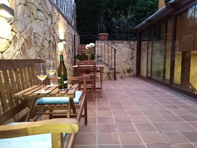 Large private loft 5 min from beautiful Girona