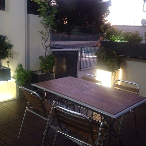 Apartamento planta baja con jardin,terraza parking - Sagunto - Huis