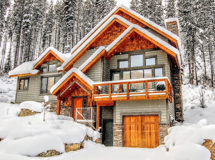 Mountain Chalet Close to Golf and Ski