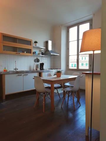 Mercato centrale bright apartment