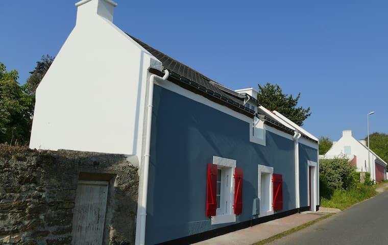 Charmante maison à 1 mn du Phare du port de Sauzon