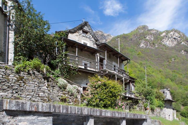 Casa Roberto Corippo