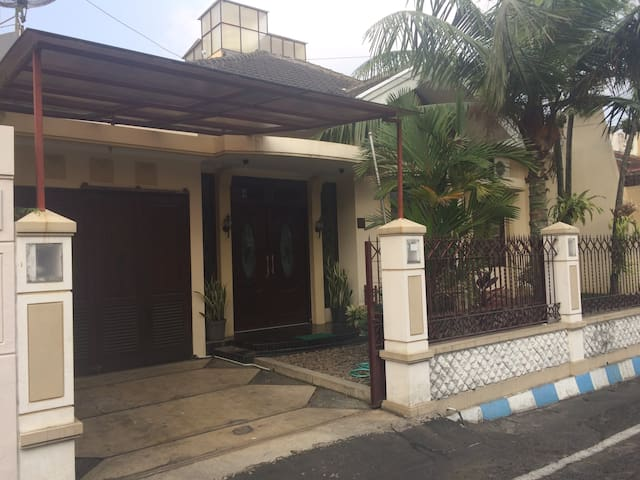 Three Bedroom House in the Center of Malang