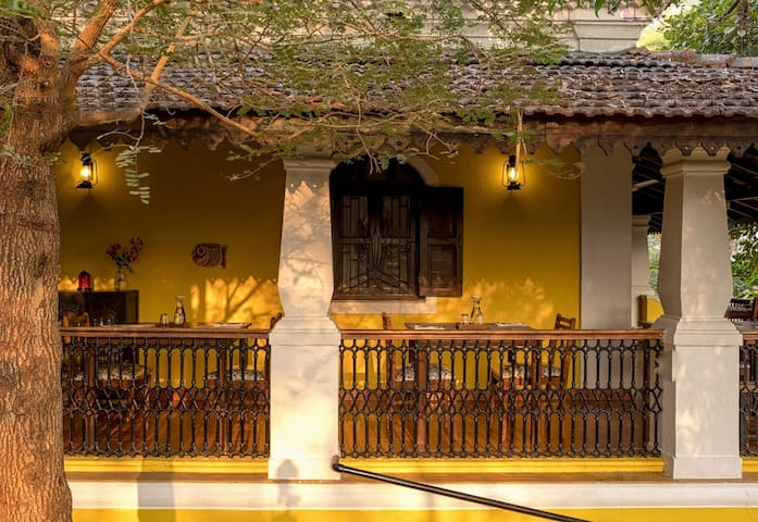 Whispering Cafe & Store - Ucassaim - Guesthouse