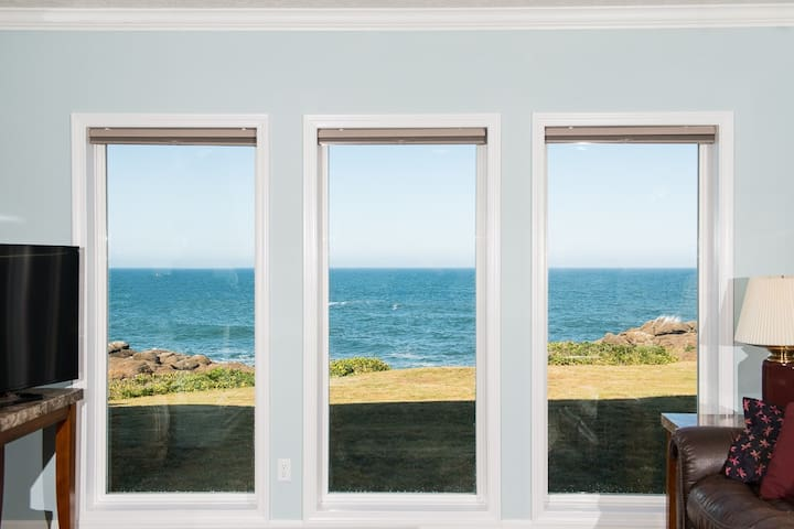 Ebb Tide - Oceanfront Condo/HDTV/Pool and More! - Depoe Bay - Apartamento
