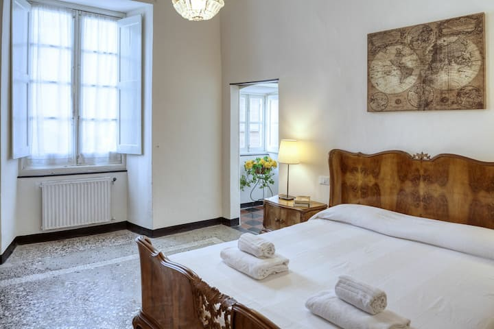 Clarissa: apartment for 3, in Levanto old town, 300m from beach, with parking