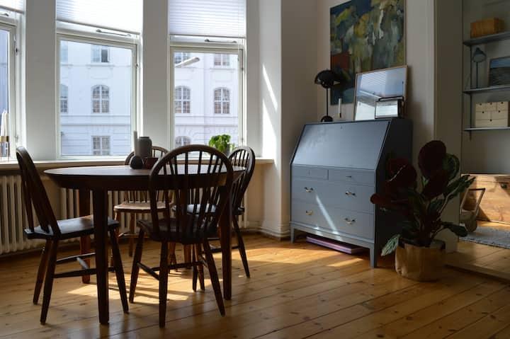 Skøn familie-venlig lejlighed i det centrale Århus