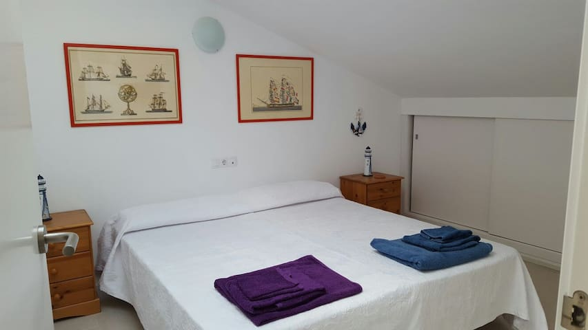 Room with private bathroom - Sant Lluis - Apartment