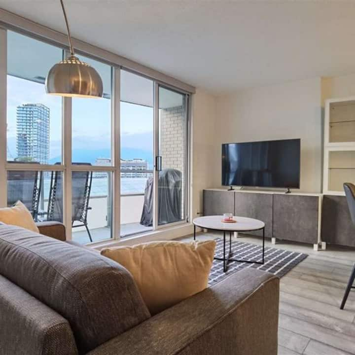 Fully Furnished Studio Downtown Vancouver