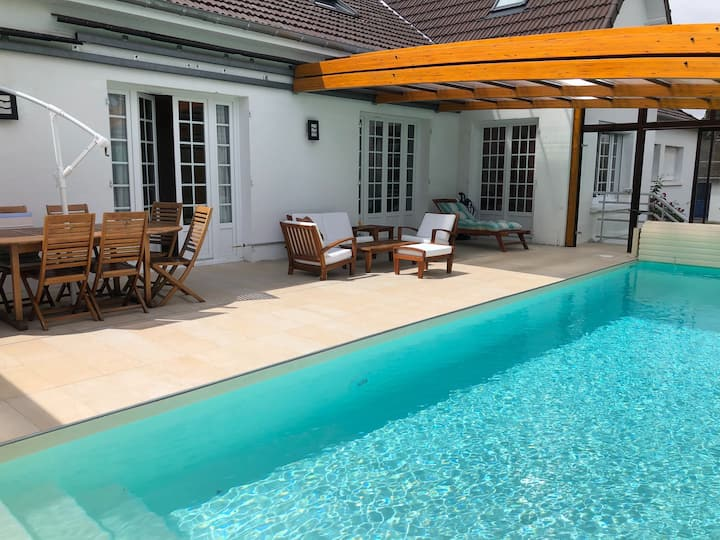 Villa Lormonie gite 15 pers piscine couv chauffée