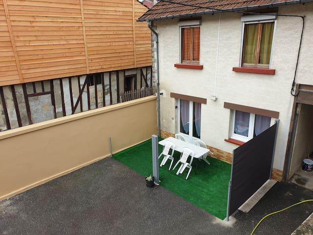 Loue maison 2 chambres avec petite terrasse devant