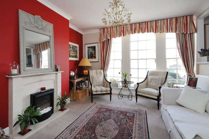 A cosy flat a 2 minute walk to The Royal Crescent