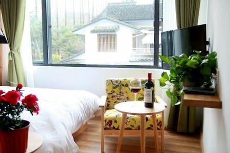秋意浓:离西湖近在咫尺,抬头见雷峰塔,一张安静,温馨,舒适的大床房(送200元旗袍摄影优惠卷) - Hangzhou - Willa