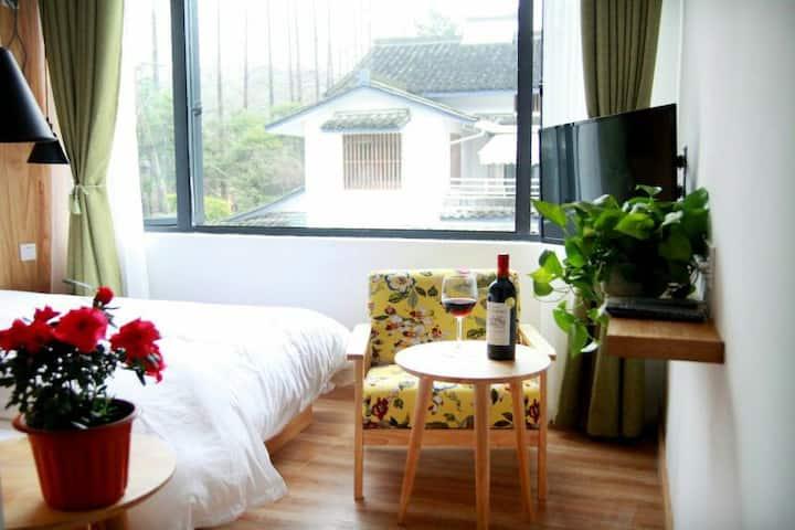 出门即是西湖,抬头见雷峰塔(秋意浓),一间安静舒适温馨的大床房(送200元旗袍摄影抵用卷)