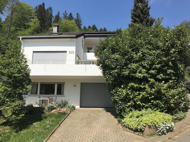 40m² Wohnung Stadtnah im Grünen. WLAN/TV/Küche