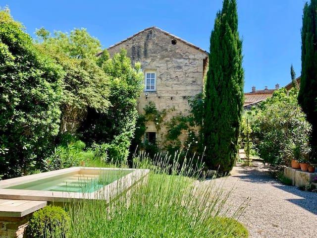 Spacious duplex, 5 minutes from Avignon