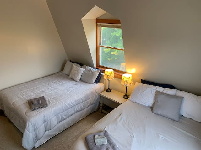 North Bedroom with 2x queen beds