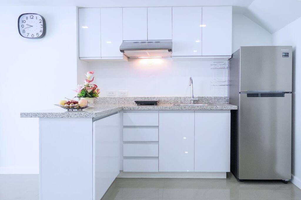 Quality modern kitchen with soft close cupboards, high gloss finish and granite tops