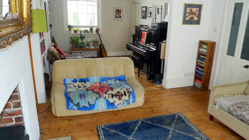 Character house by the sea and the city, sleeps 6 - Brighton and Hove - Huis