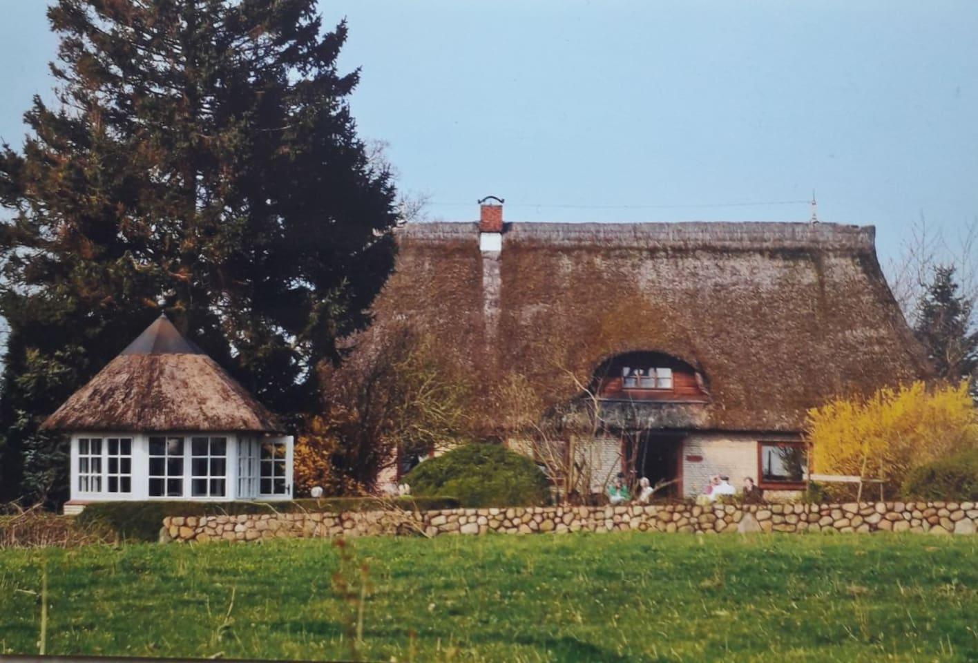 Gemütliches Reetdach-       Haus in Schleinähe in        Brodersby Ortsteil Geel EINTELBETT  27 €     DOPPELBETT  35 € evtl.  zusaetzlich  1 x ĢAESTEBETT    6 €