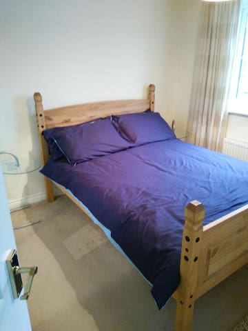 Nuneaton - (2) double room with en-suite