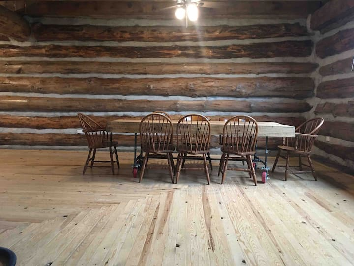 Large Log Cabin with Modern Amenities
