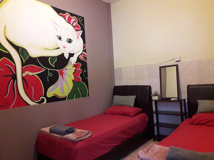Quiikcat. Airconditioning Twin Bed,Shared Bathroom