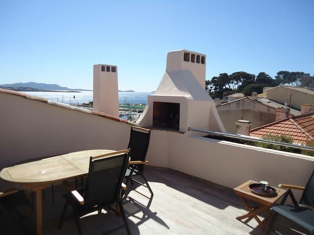 T2 neuf, dernier étage, terrasse vue port et plage
