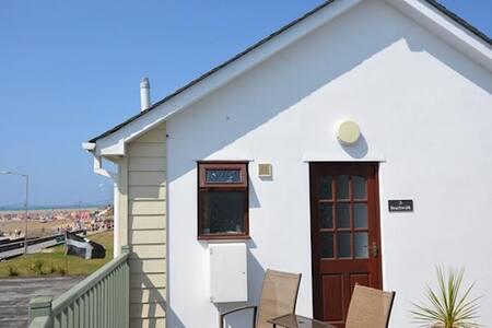Beach Walk 2 - 1 bed modern beachside apartment. - Apartamento