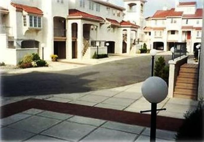 Comfortable Townhome, 3 Bedrooms, 2.5 Baths