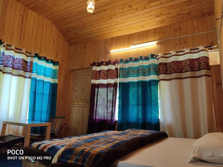 wanderers cottage.presents ROOMS W/BALCONY f/wifi